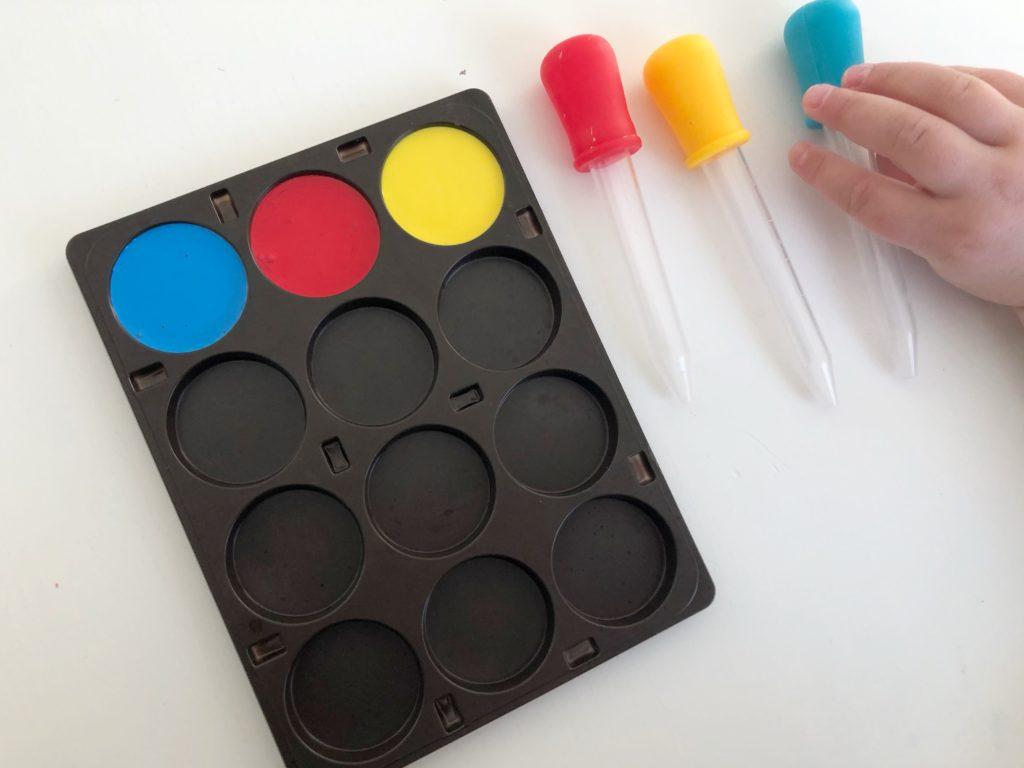 aprender los colores mezclando los colores primarios