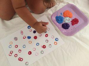 Pintar con tubos de papel