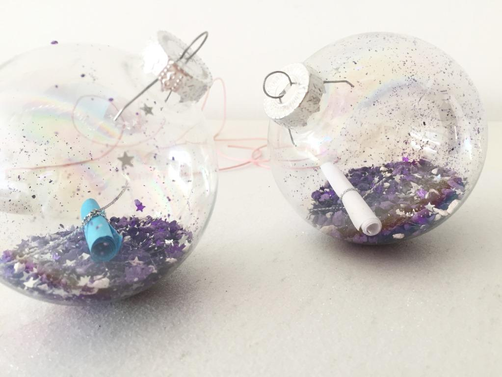bolas transparentes de navidad con mensajes