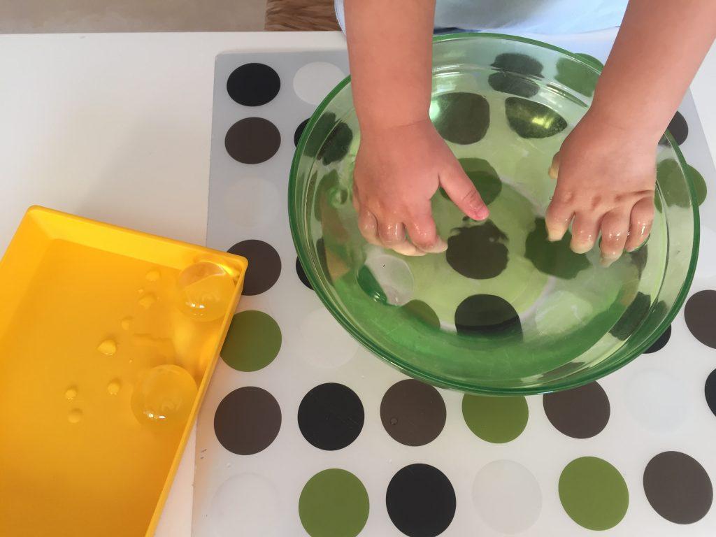actividades infantiles con bolas de gel