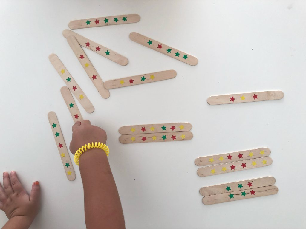 juego de series con palitos de helado