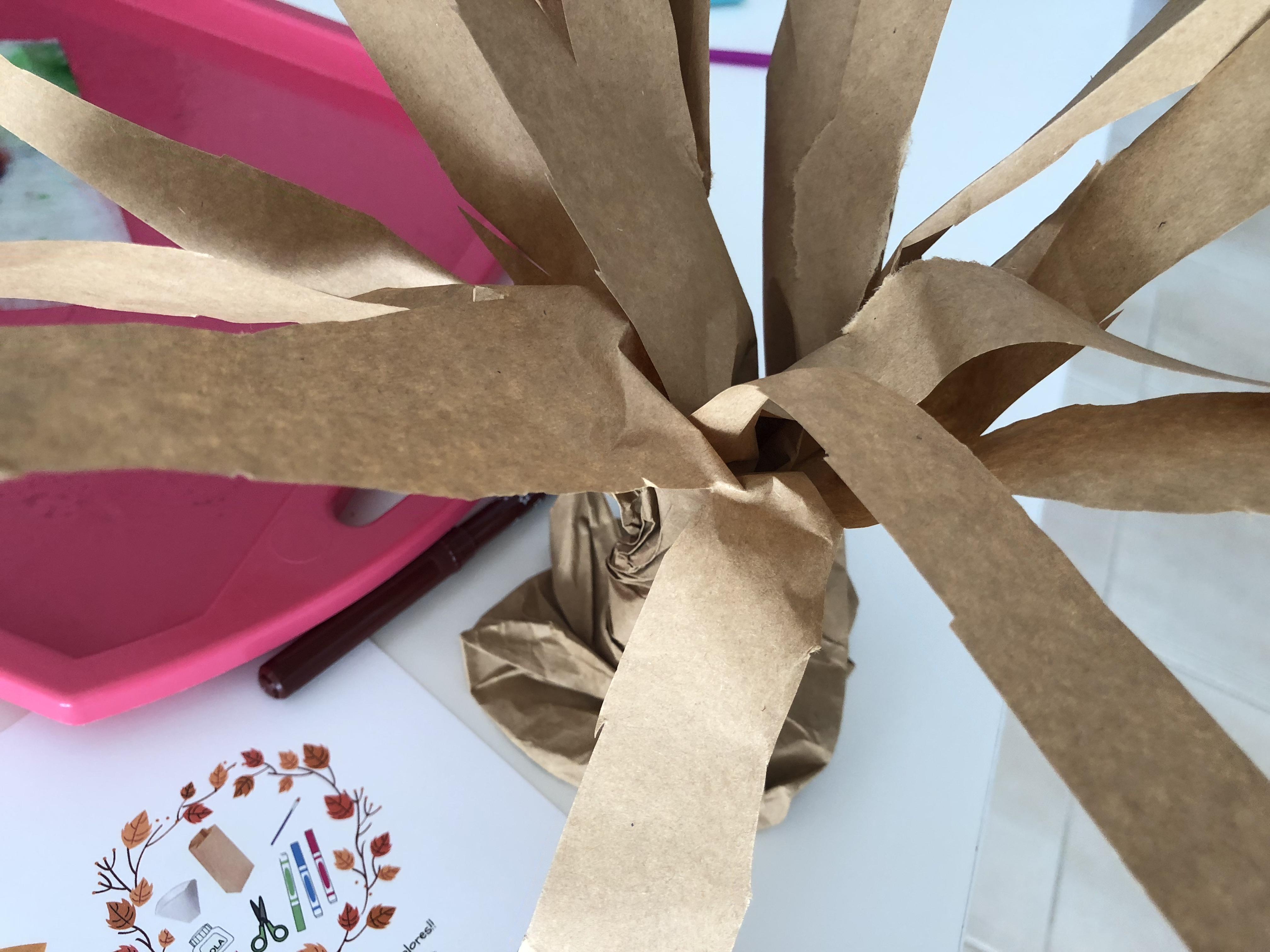 arbol con bolsa de papel