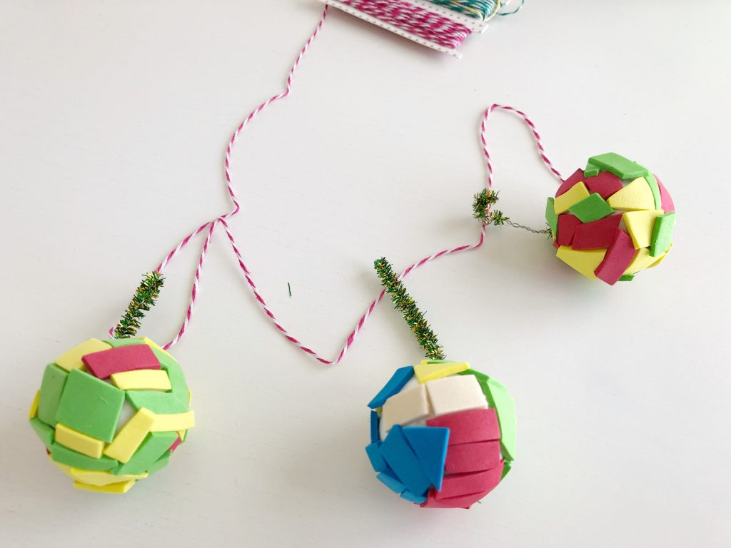 bolas de navidad hechas por niños