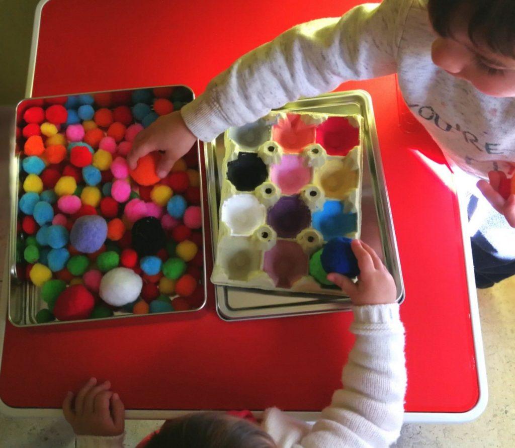 aprender los colores con material reciclado