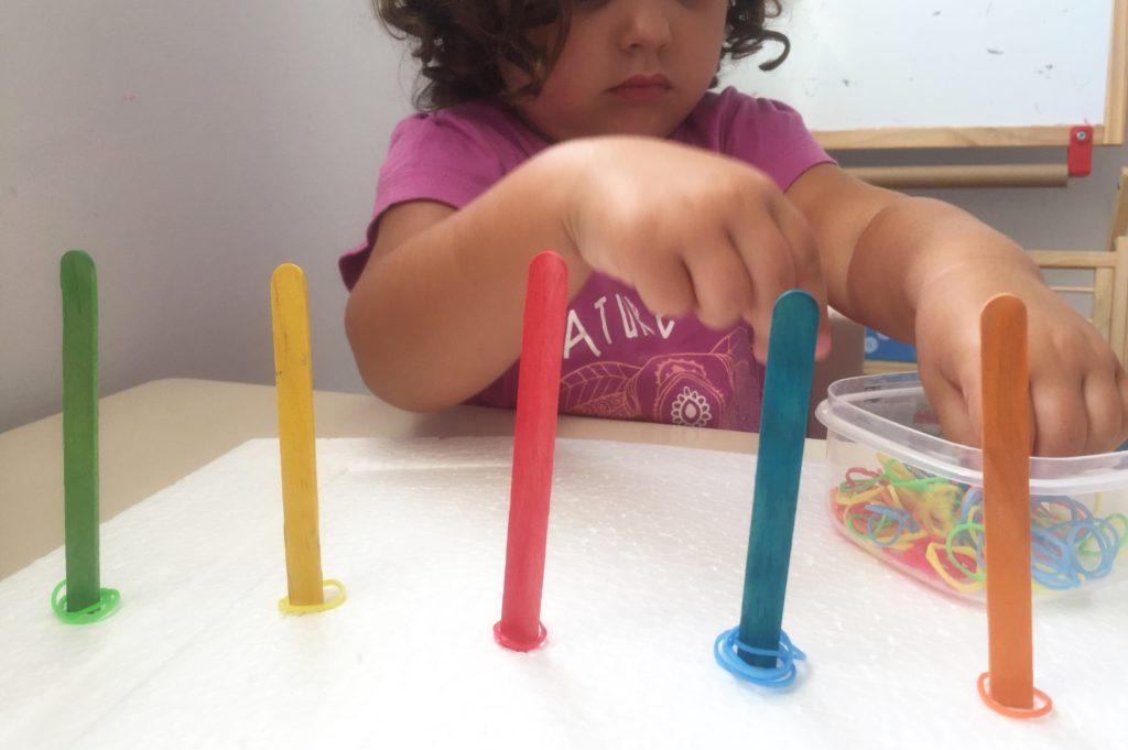 clasificar colores con palos de helado