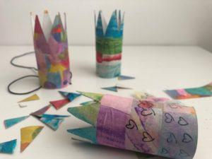 corona con rollo de papel higuiénico