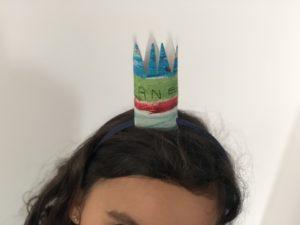 corona DIY manualidad para niños pequeños