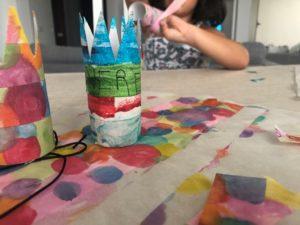 manualidad divertida coronas con tubos de carton