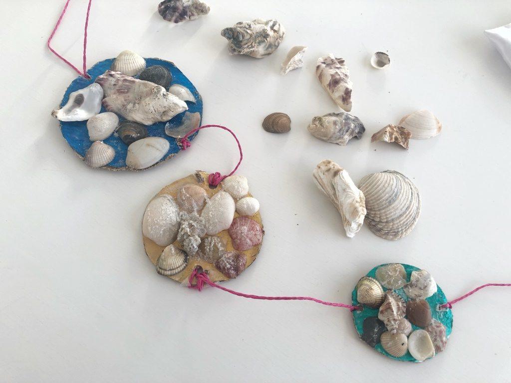 móvil decorativo con conchas