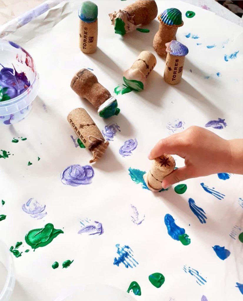 estampar conchas en papel