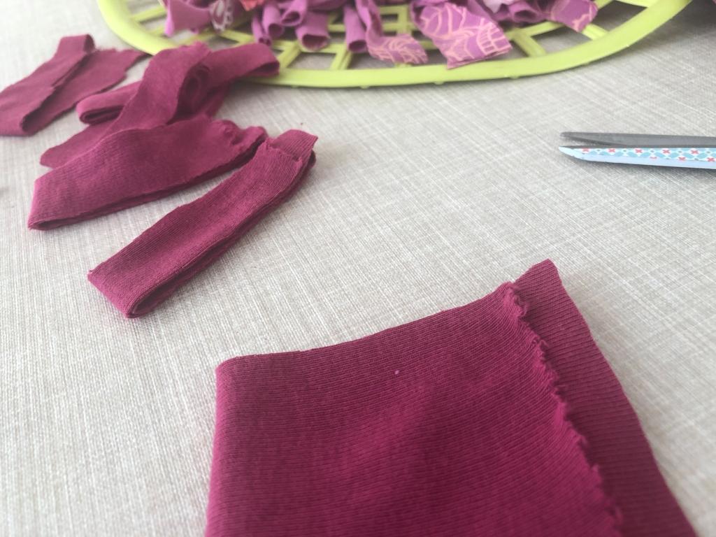 reutiliza tus viejas camisetas para hacer una alfombra