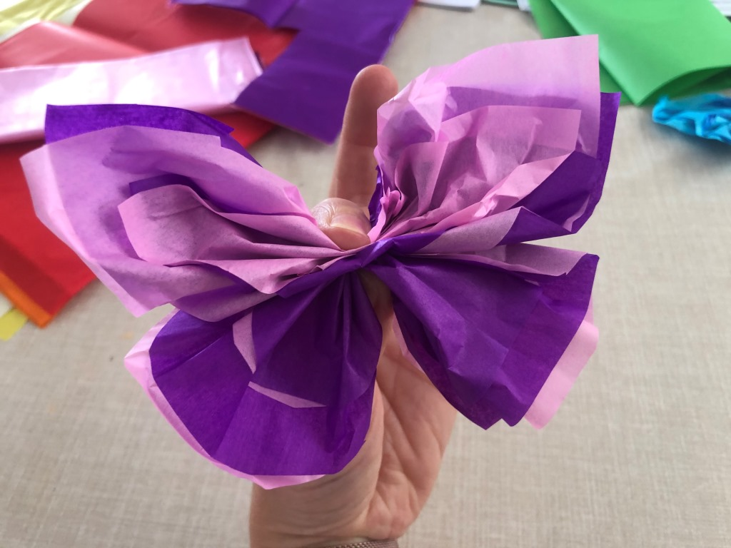 hacer mariposas con papel