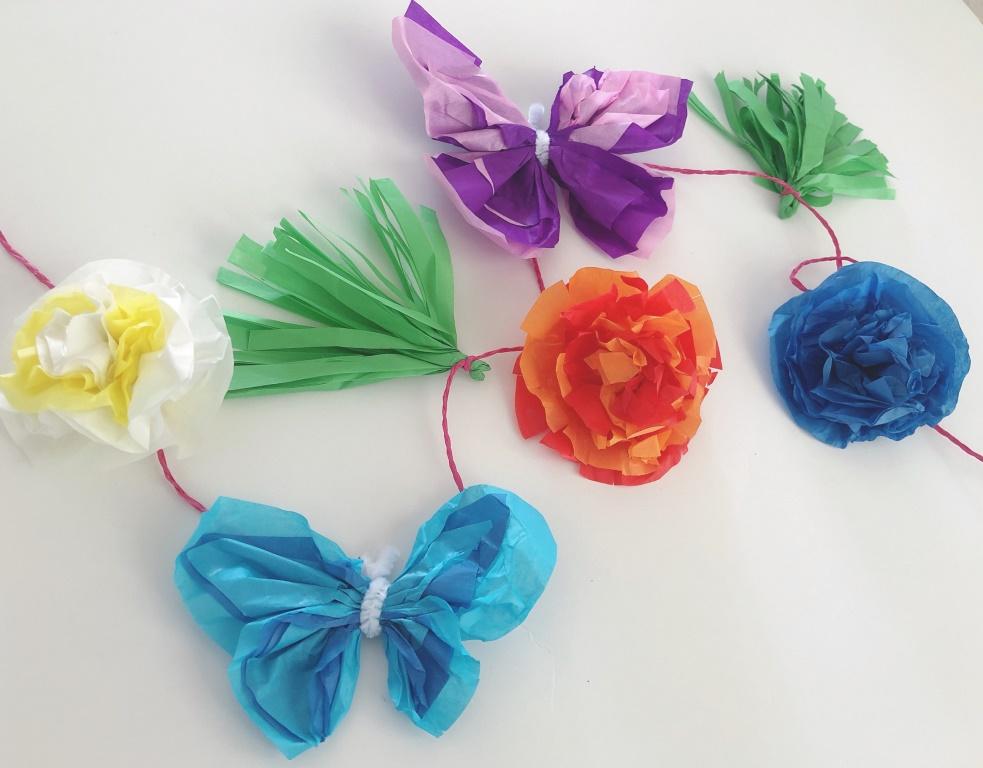 guirnalda de primavera con papel seda