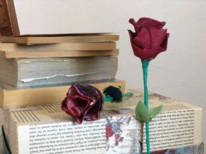 como hacer rosas sant jordi con materiales reciclados