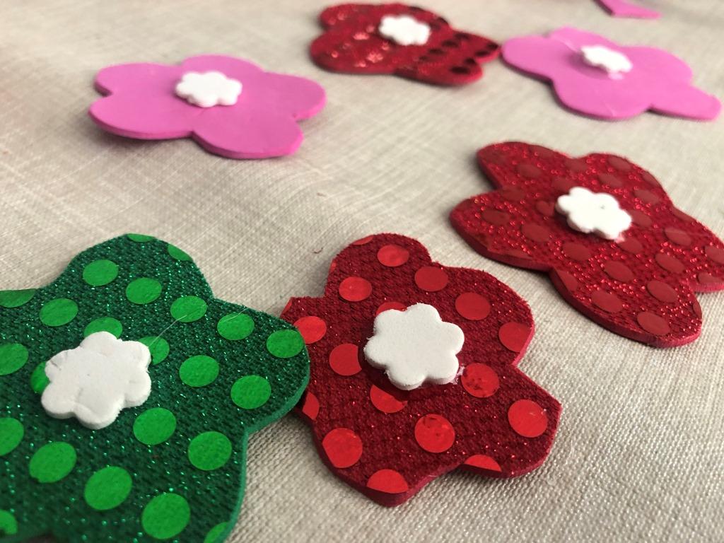 decoraciones de flores y unicornio