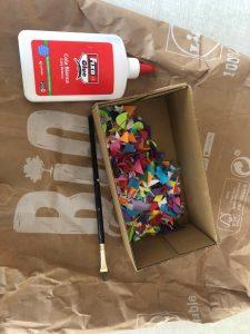 como hacer un papel de regalo reciclando