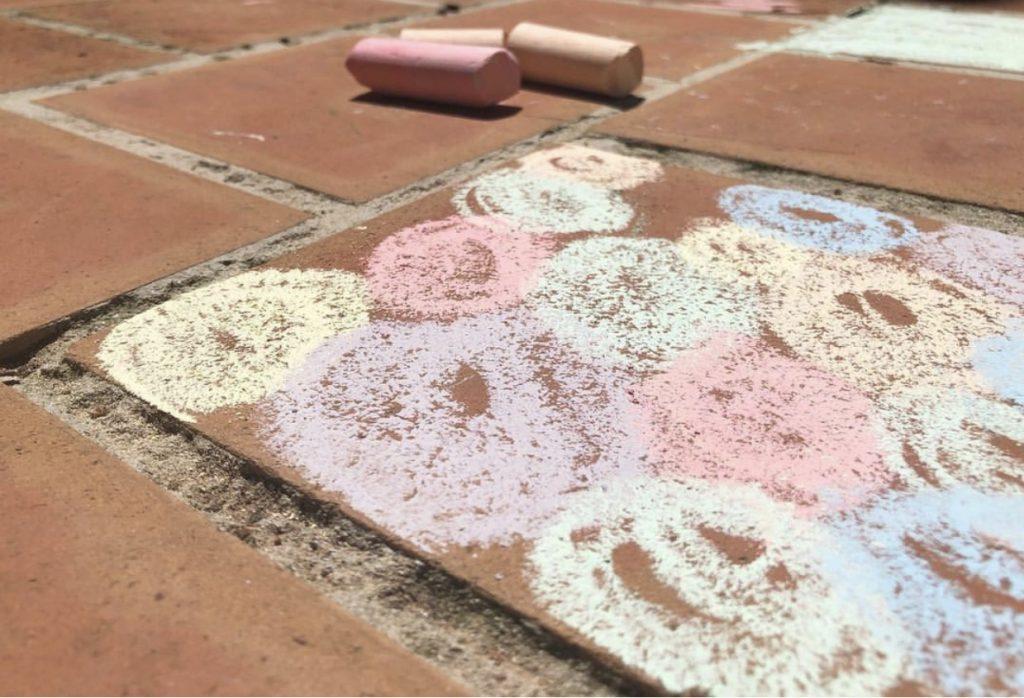 pintar en el suelo con tizas