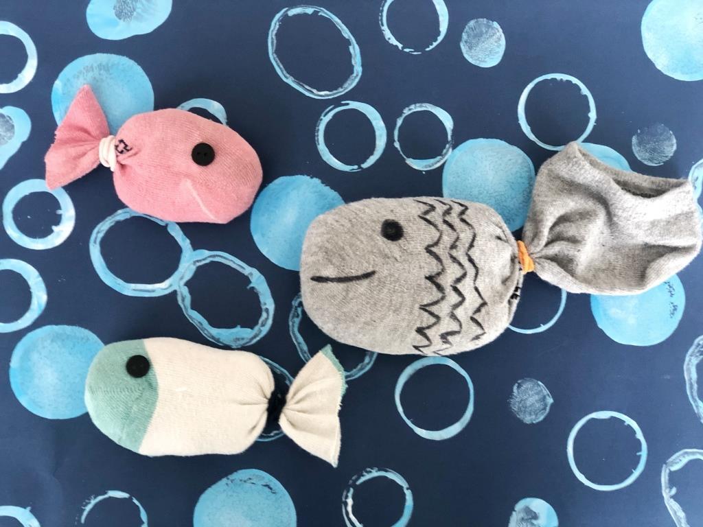manualidad peces material reciclado