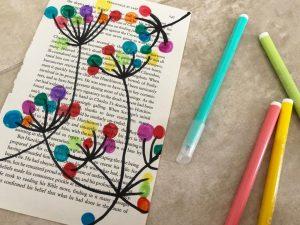 pintar sobre hojas de libros manualidades faciles