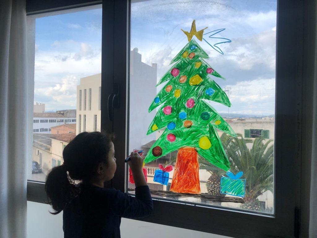 decorar la casa en navidad con niños