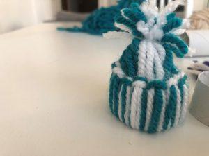 manualidades con rollo de papel WC y lana