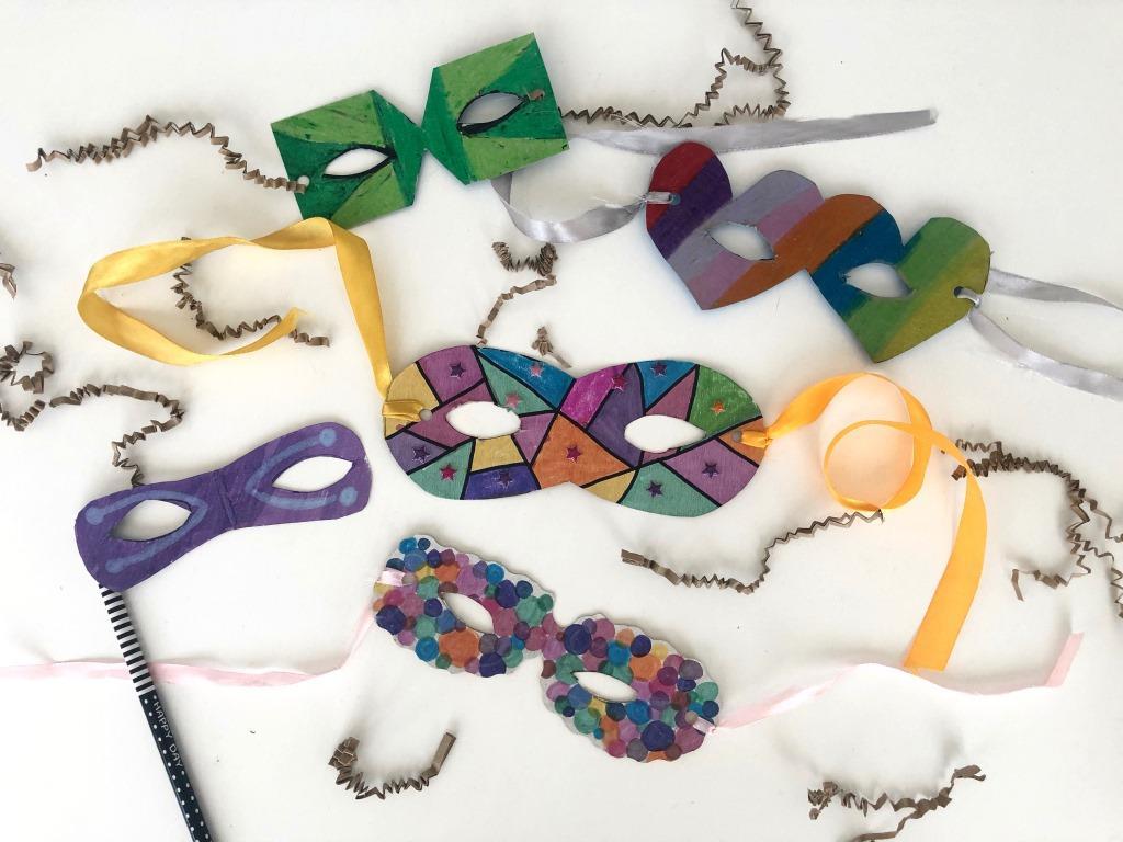 máscaras carnaval con materiales reciclados