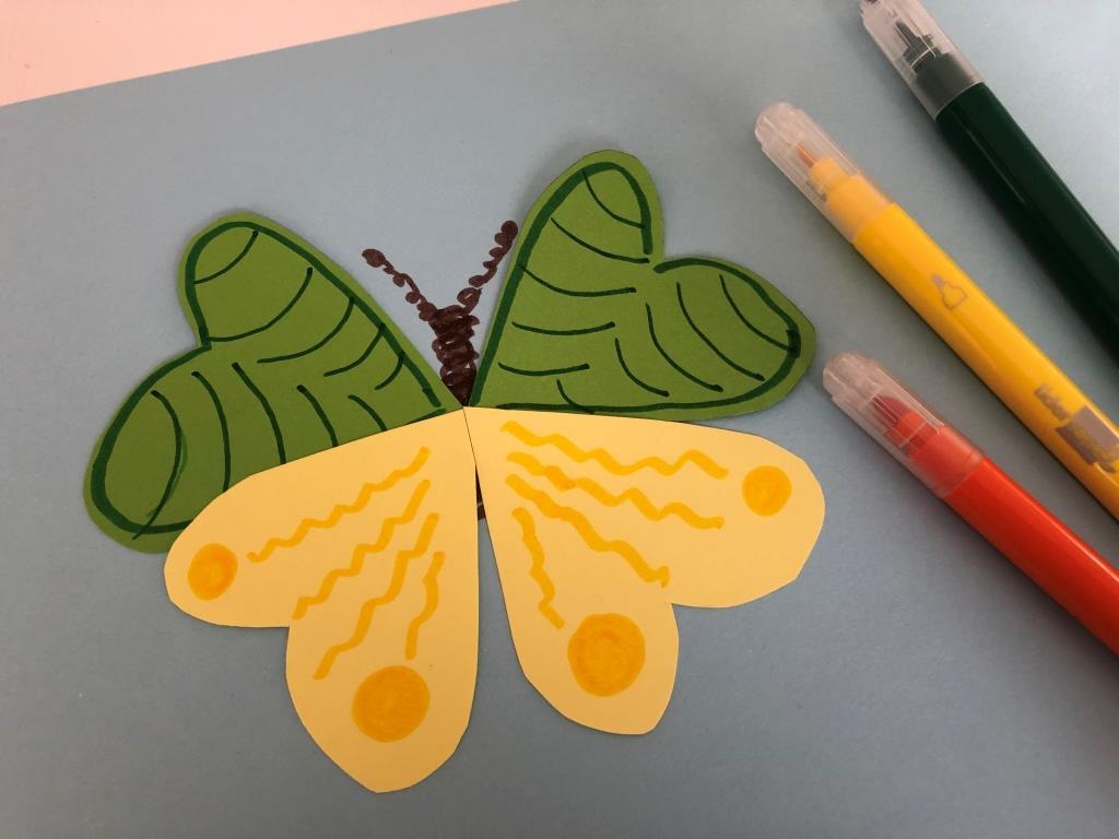 idea sencilla para hacer una mariposa manualidad