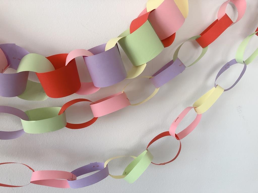 cadeneta de papel para decorar casa fiesta