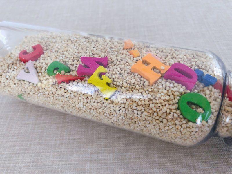 botella para buscar letras juegos sensorial